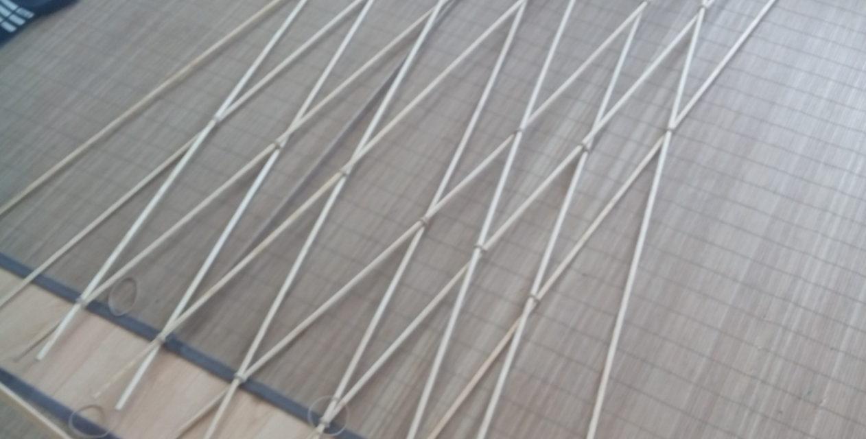 Com es construeix un hiperboloide amb pals rectes?